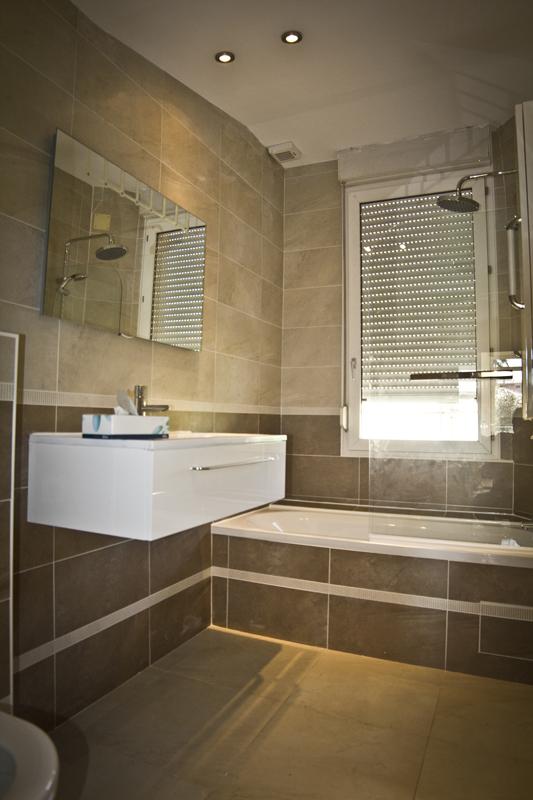 Etanchéifier une salle de bain avant de poser un carrelage
