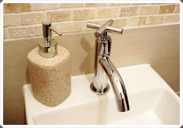 4 étapes pour déboucher son lavabo simplement