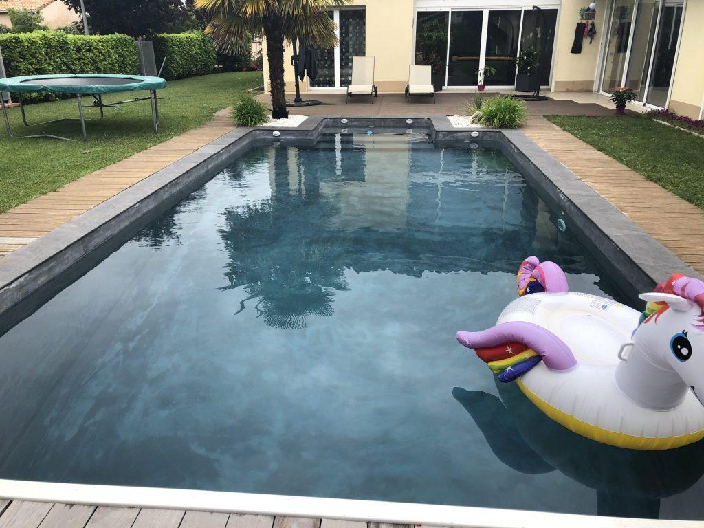 Piscine rev tement poudre de marbre artisans reno - Revetement ideal pourtour de piscine ...