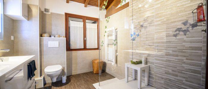 renovation-salle-de-bain-moderne-douche-mur-carrelage