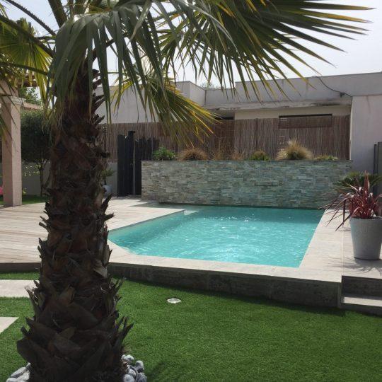 piscine-beton-projete-muret-lame-eau-piscine-hdp