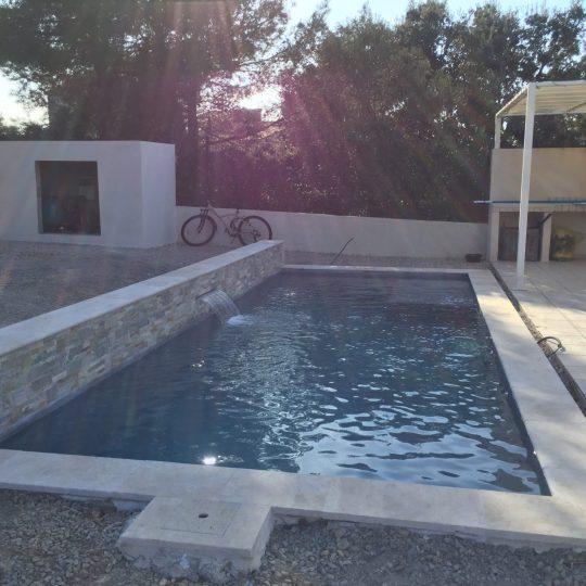 piscine-design-beton-projete-lame-eau-piscine-hdp
