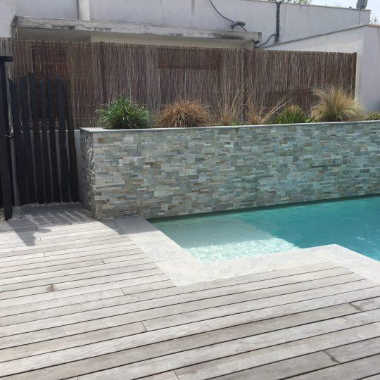 piscine-lame-d-eau-douche-exterieur-piscines-hdp