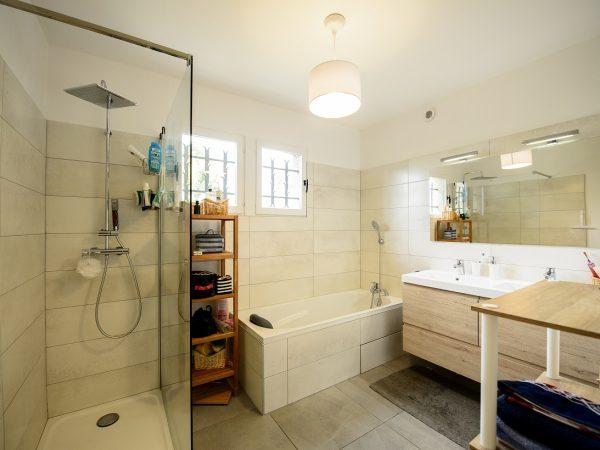 renovation-salle-de-bain-douche-baignoire-artisans-reno