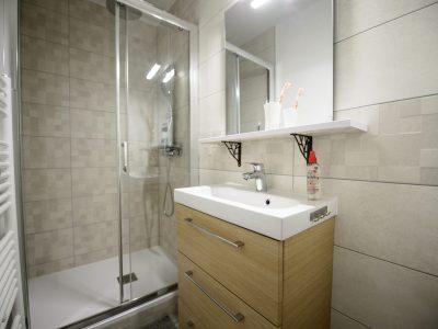 renovation-salle-de-bain-moderne-artisans-reno