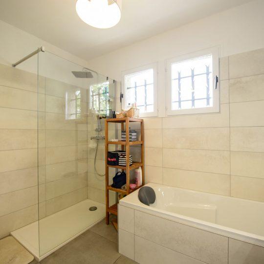 salle-de-bain-douche-italienne-baignoire-artisans-reno