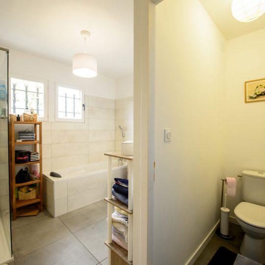 salle-de-bain-refaite-a-neuf-artisans-reno
