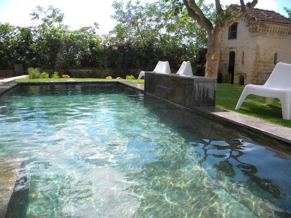 piscine beton projete lame eau originale